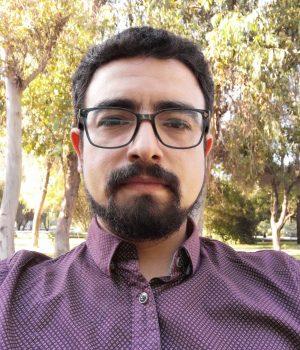 Foto facial de profesional Alejandro Arias, profesional de la Dirección de Inclusión.