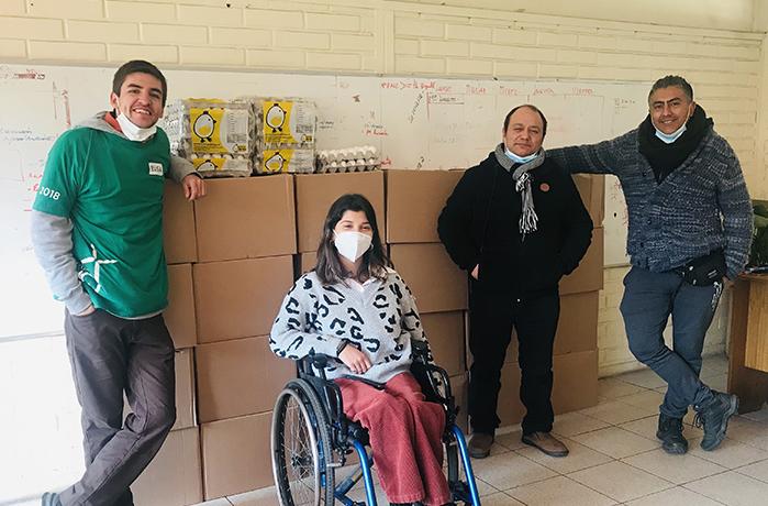 Entrega cajas de alimentos PACE-Siembra UC 2021 en Liceo Marcela Paz